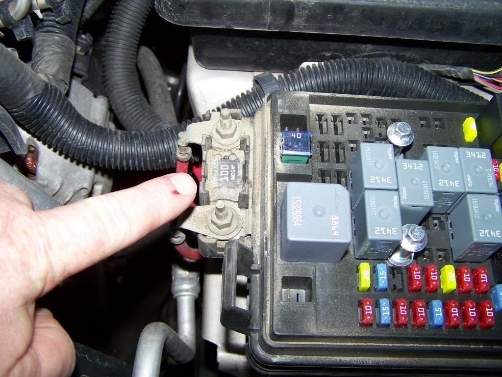 195082d1427671035 please help electrical issue 000_3833 please help electrical issue chevrolet colorado & gmc canyon forum Auto Fuse Box Replacement at suagrazia.org