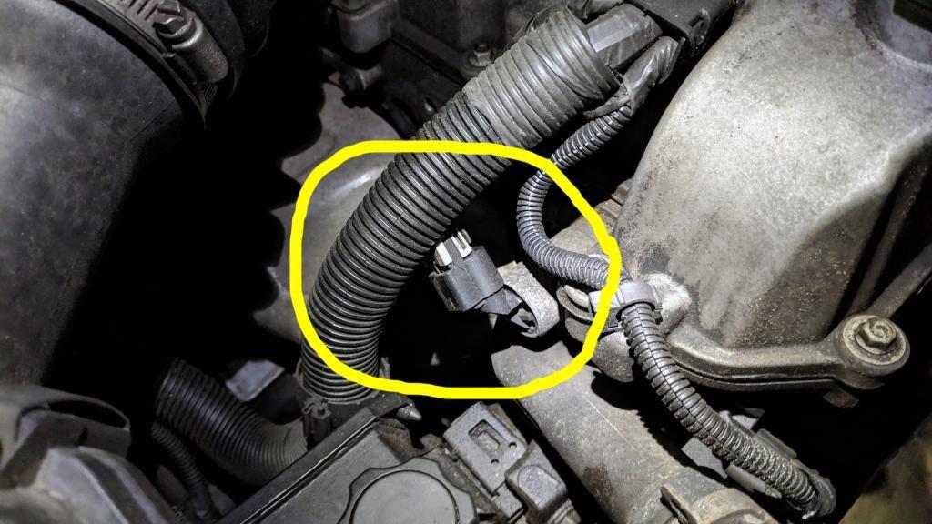 2007 Chevy Colorado - Camshaft position sensor location ...