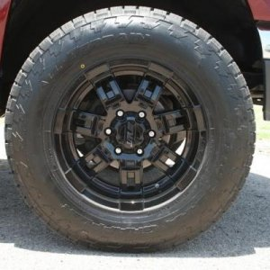 17' Mickey Thompson Sidebiters 32' Nitto Terra Grapplers