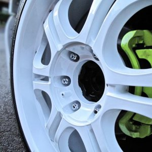 "20"" Zinik Sabini Rims wrapped in 245/35/20 Nexens, Lime green Brake calipers"